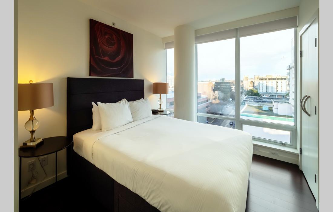 Falls 1402 guest room