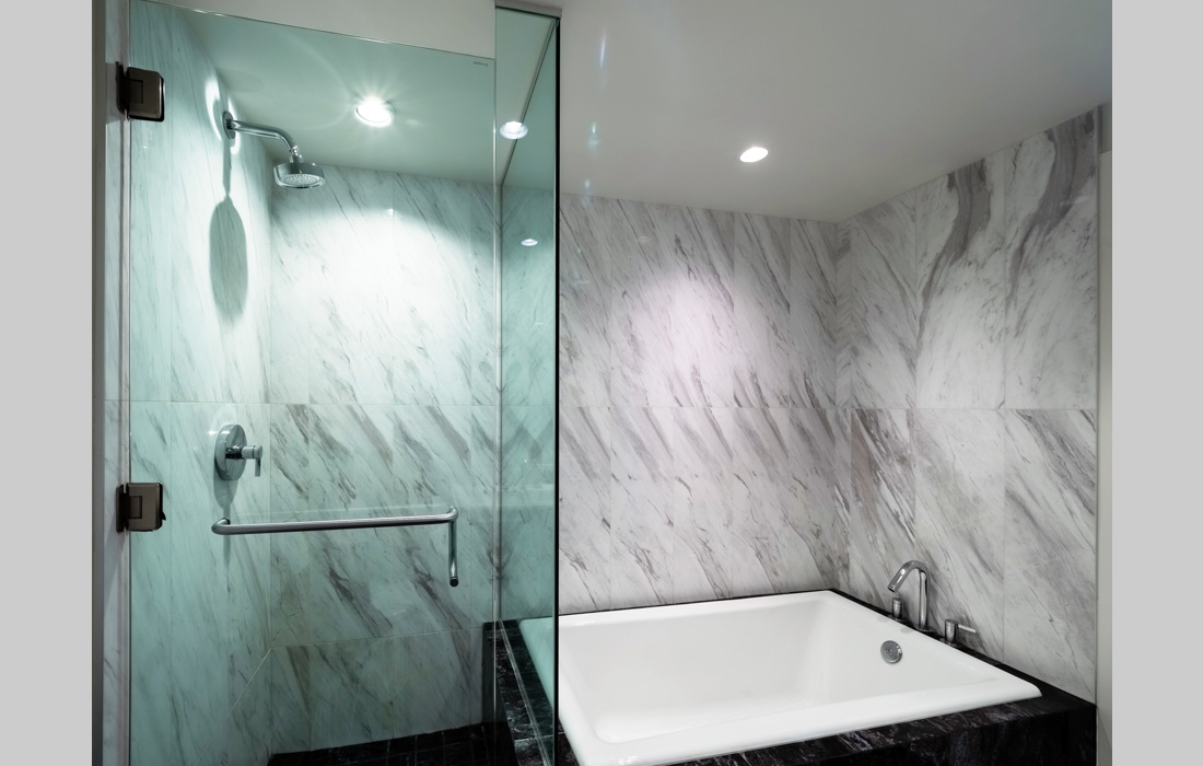 Falls 1402 masterbathroom