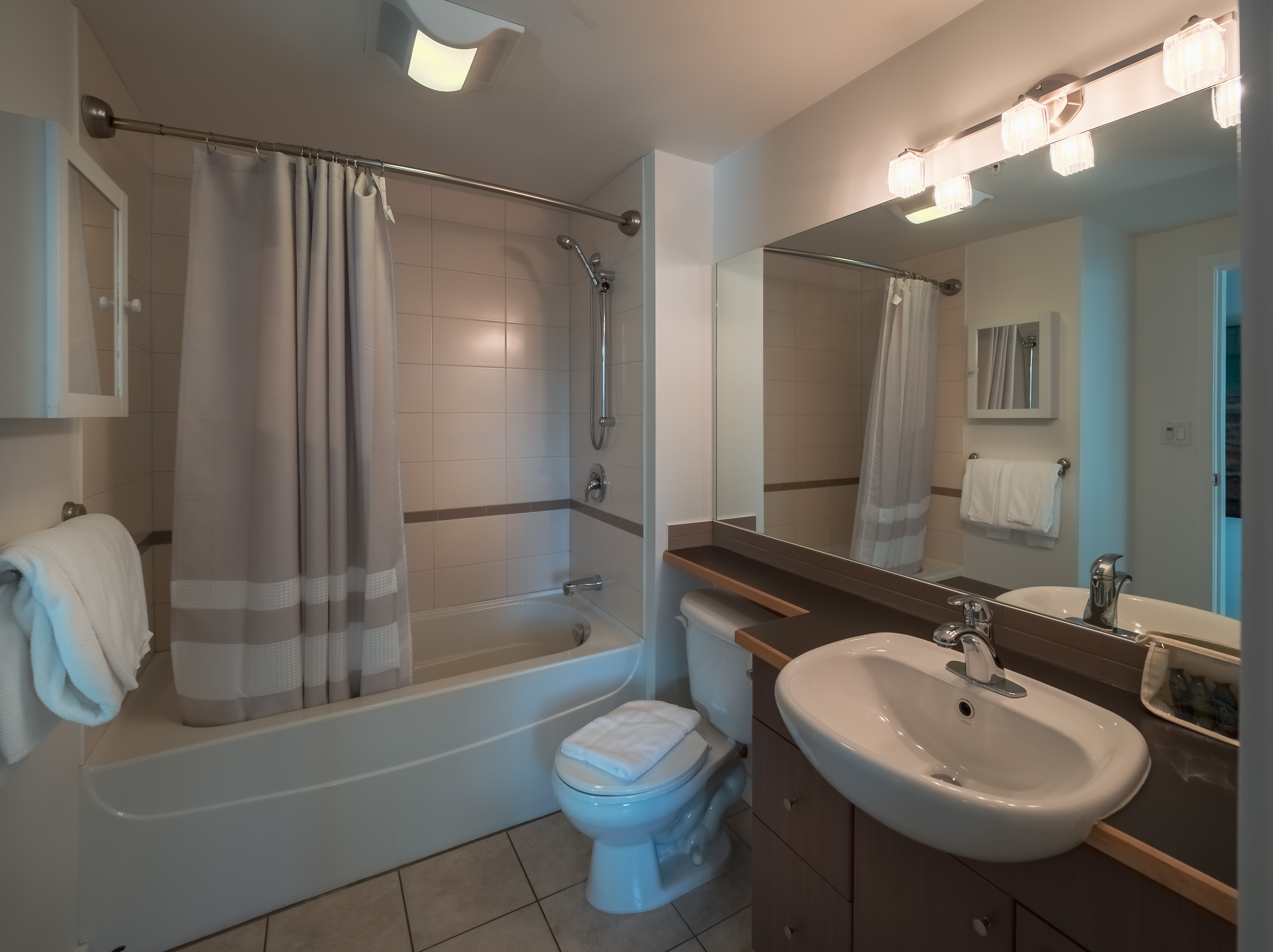 Corazon 507 Bathroom