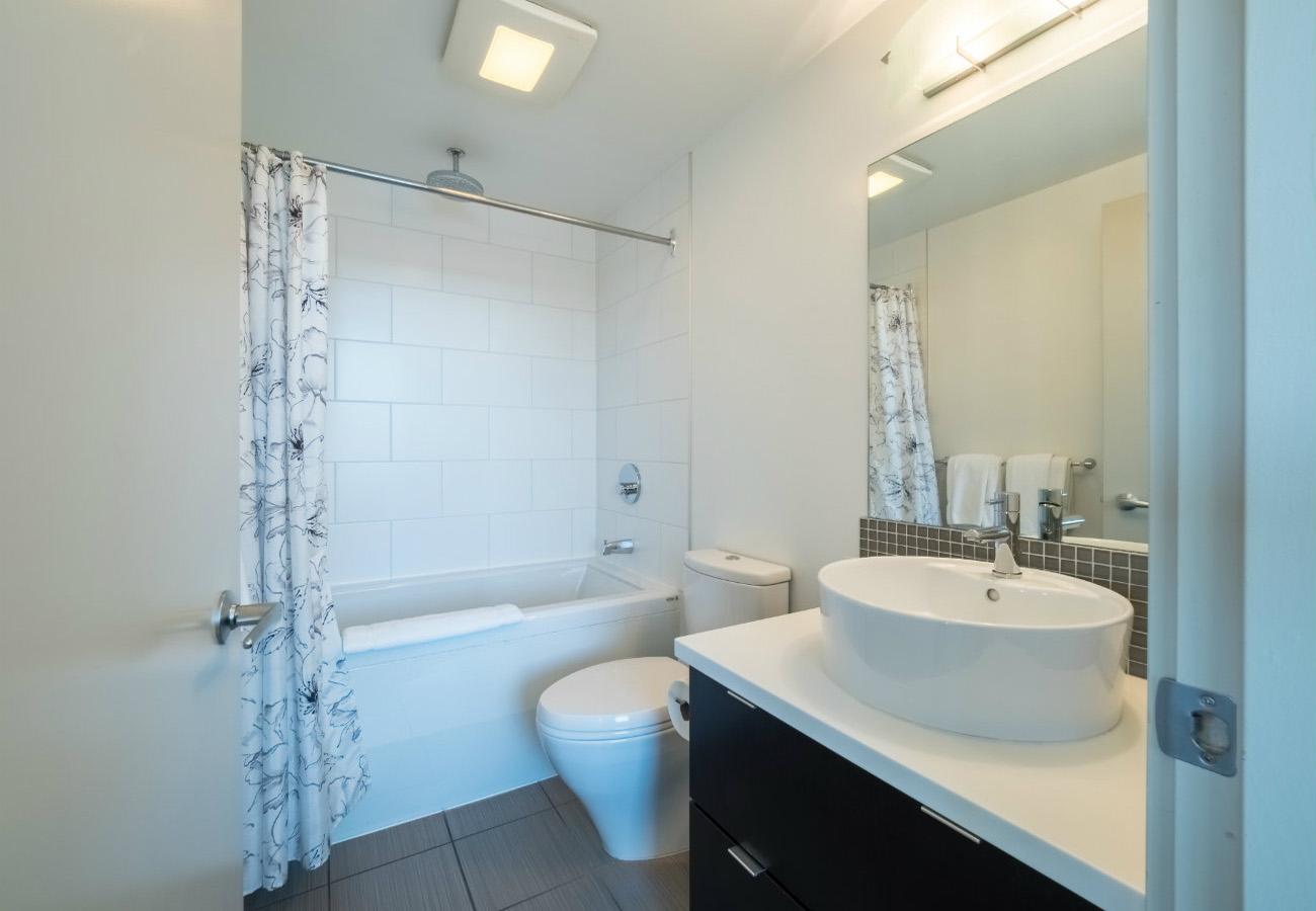Bathroom executive rental at the Juliet condo Victoria