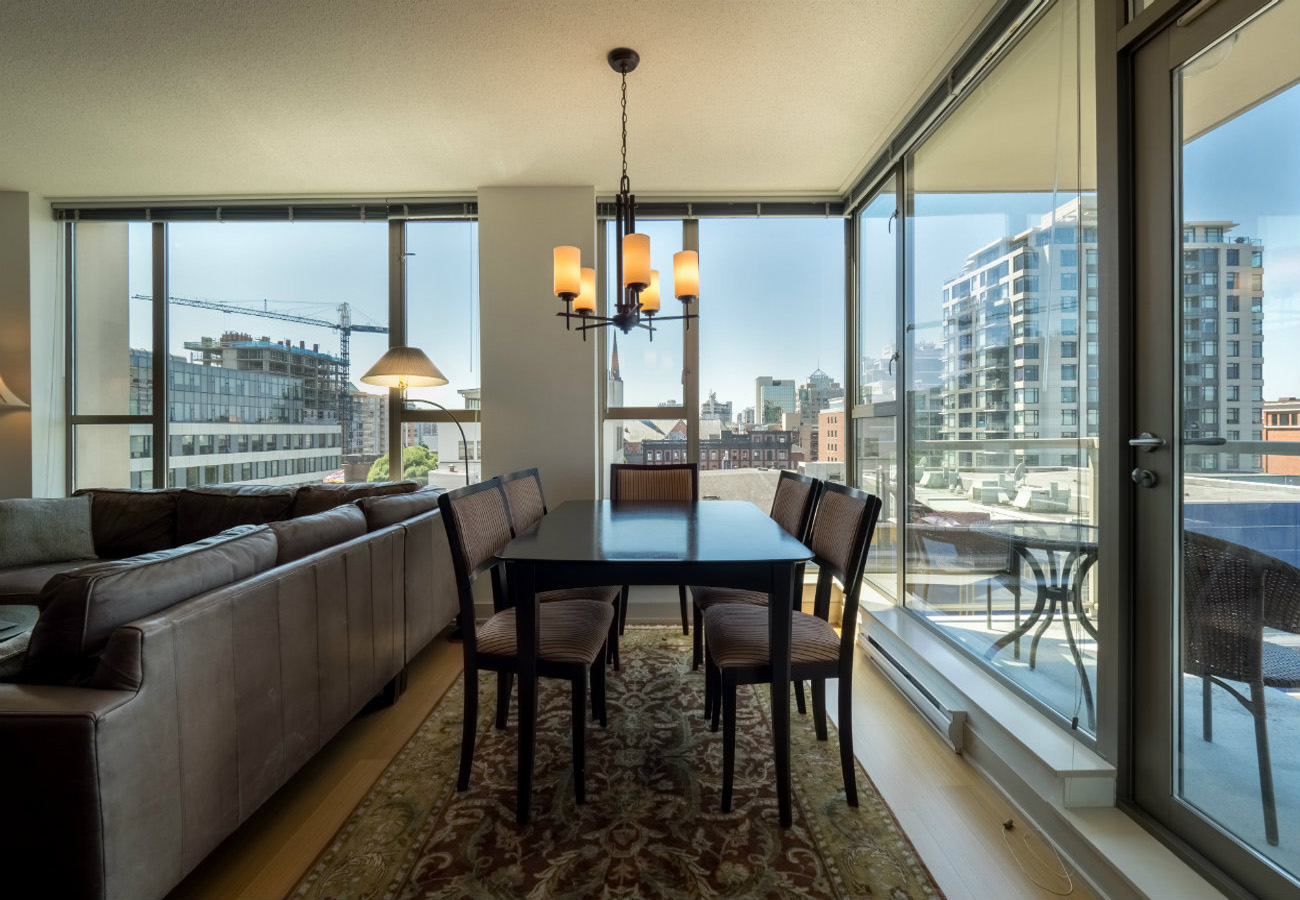 Dining room executive rental at the Juliet condo Victoria