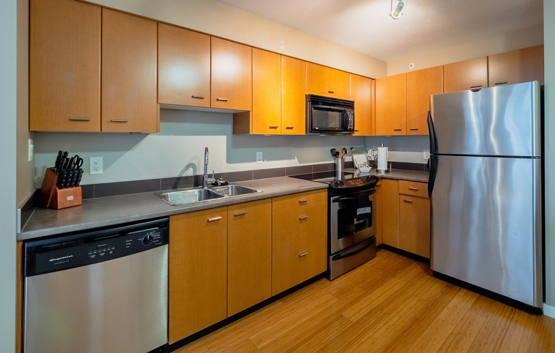 Astoria condo fully equipped kitchen