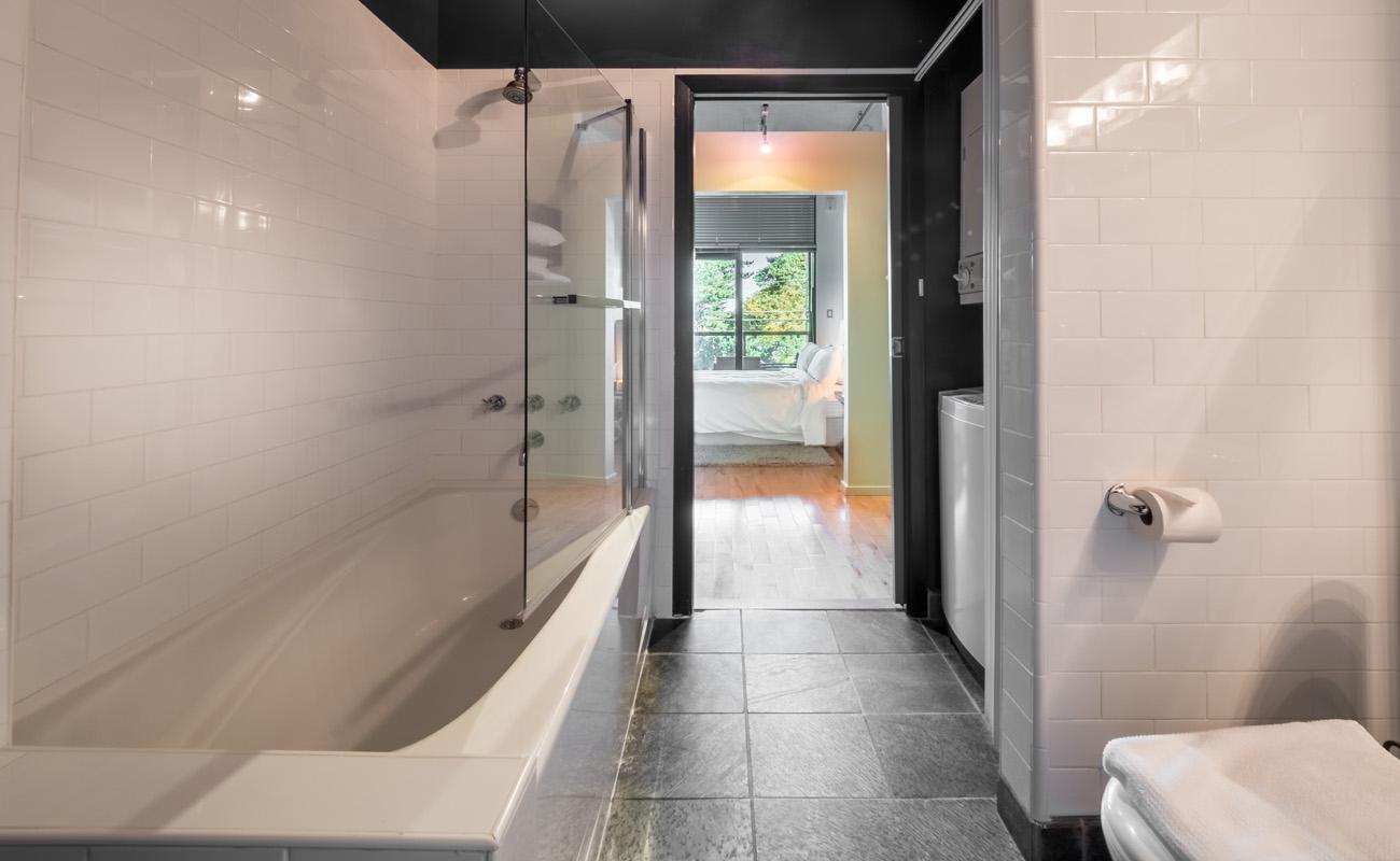 Victoria townhouse master bathroom tub