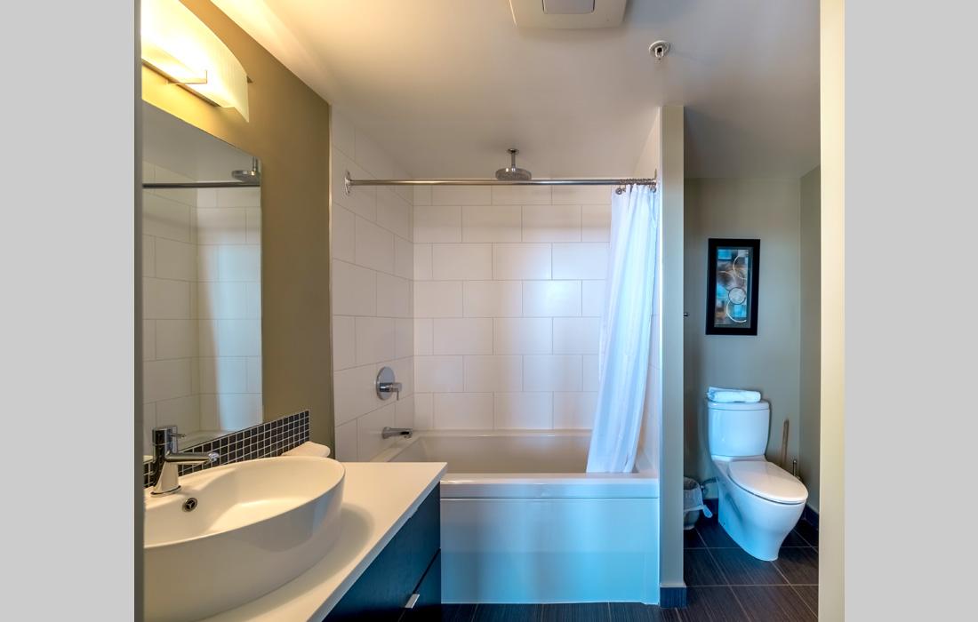 Victoria Condo bathroom
