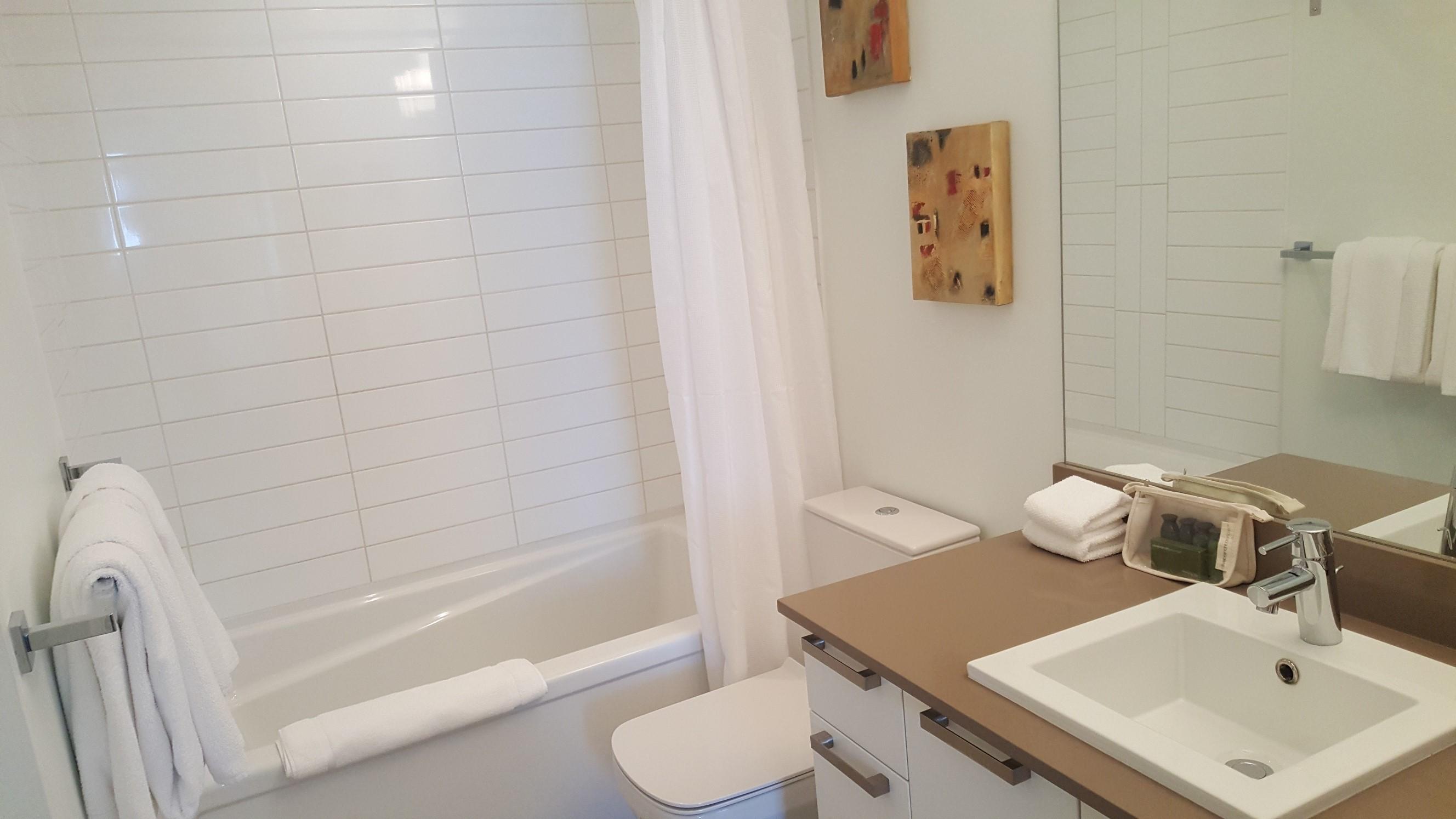 Chinatown suite Victoria bathroom