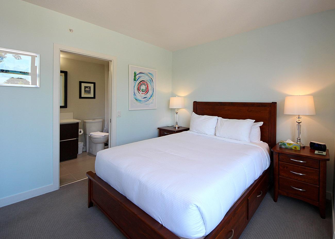 Queen bedroom at Duet Condo