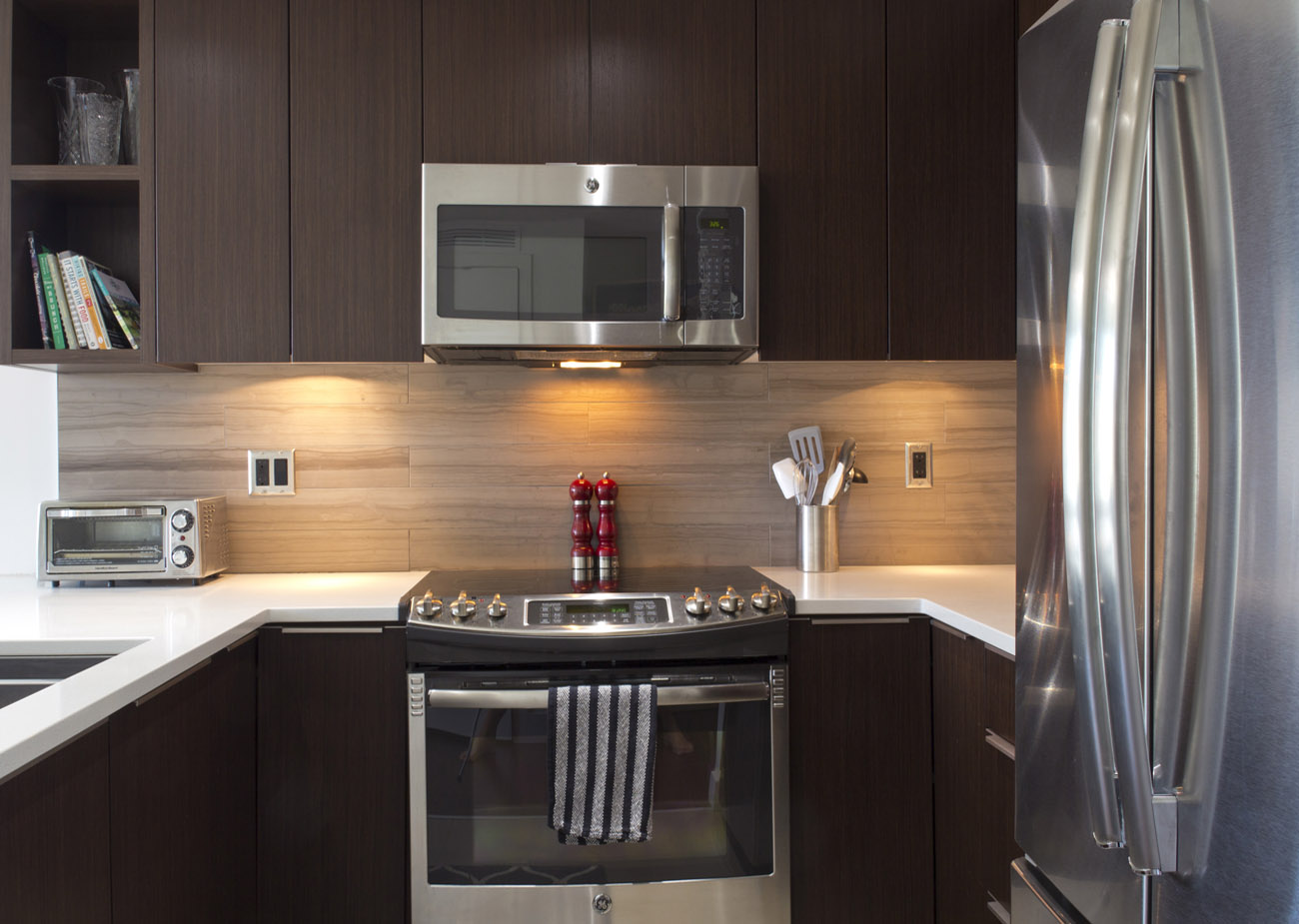 Suite kitchen with full size appliances