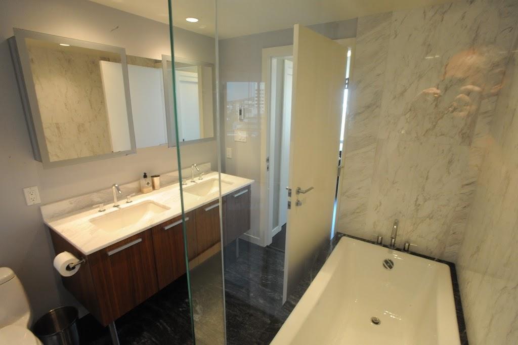Falls luxury suite marble bathroom
