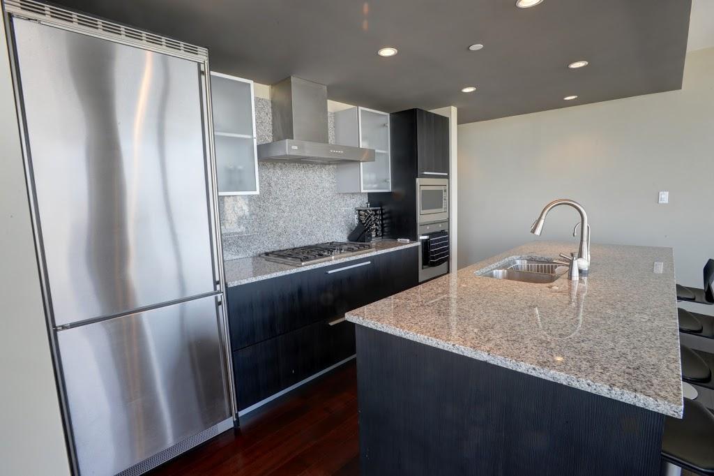 Falls luxury suite kitchen gastop stove