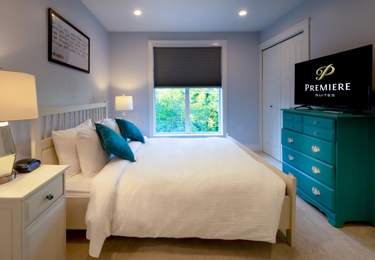 Ross Bay Landing bedroom