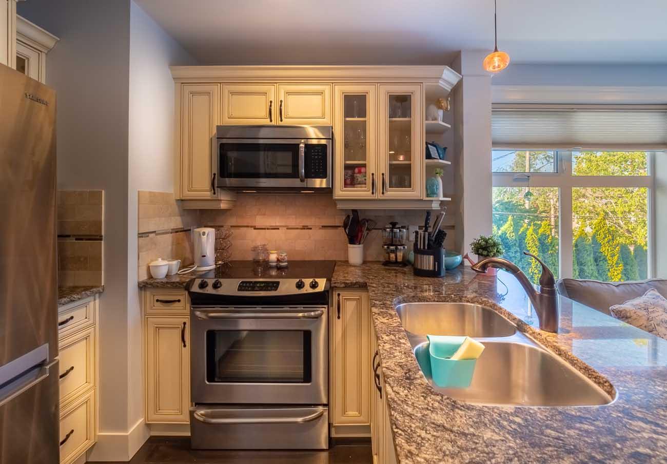 Ross Bay Landing kitchen