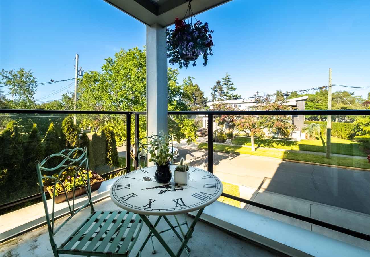 Ross Bay Landing patio