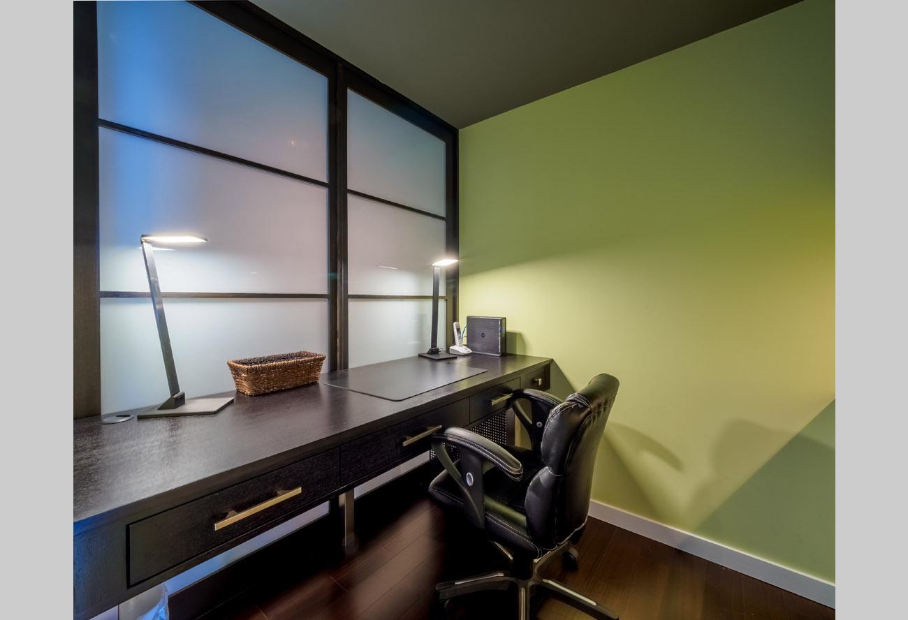 Falls 1505 luxury suite office