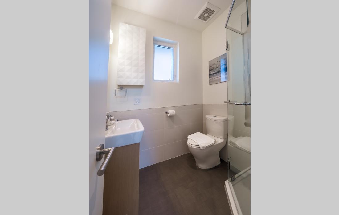 Fairfield townhouse Victoria master bathroom