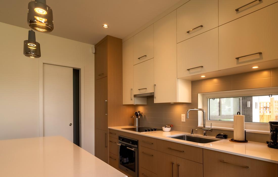 Fairfield townhouse kitchen with island