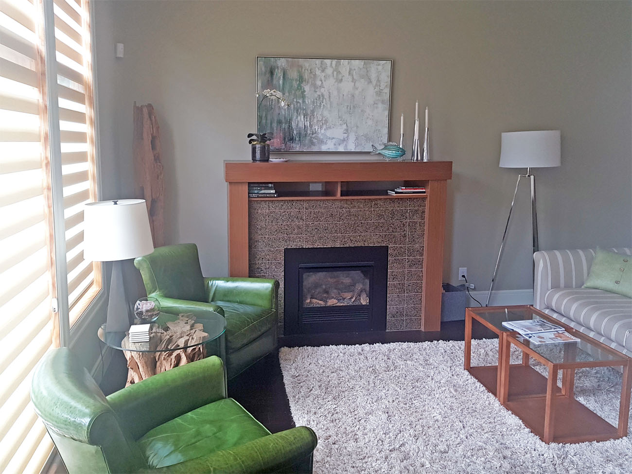 Executive townhome living room gas fireplce