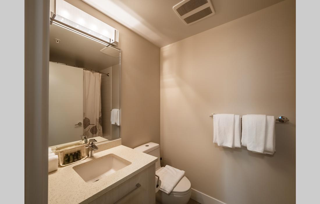 Ensuite bath Mondrian Victoria condos