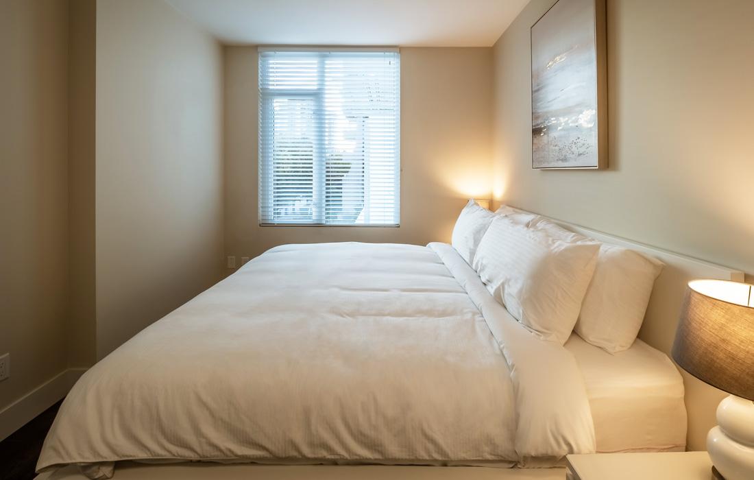 Victoria Condos king bed