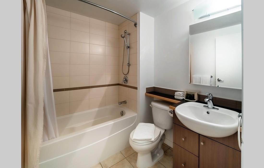 Corazon Studio 205 bathroom